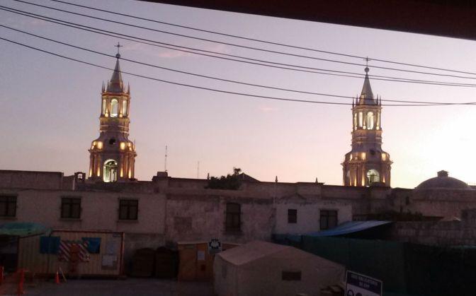 Catedral da Plaza de Armas vista de longe