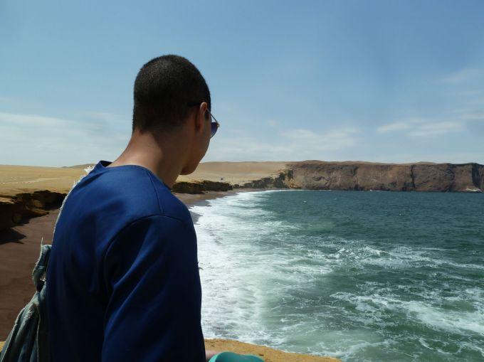 el fotografo contemplativo en playa roja