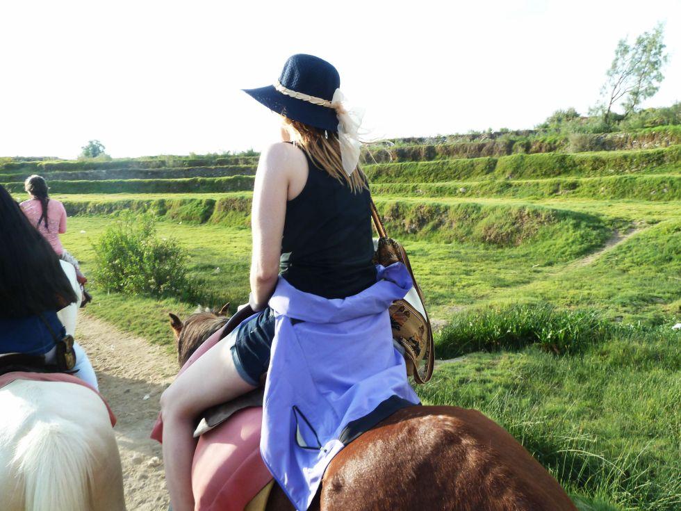 pegando carona no cavalo em arequipa