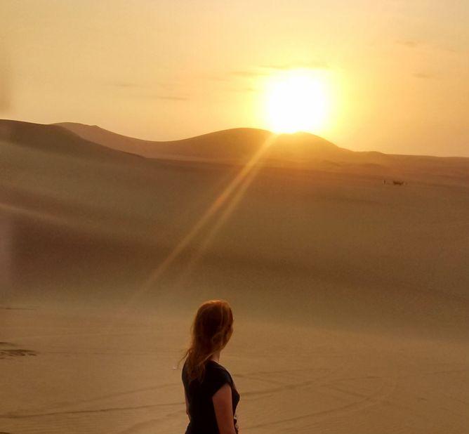 por do sol em huacachina