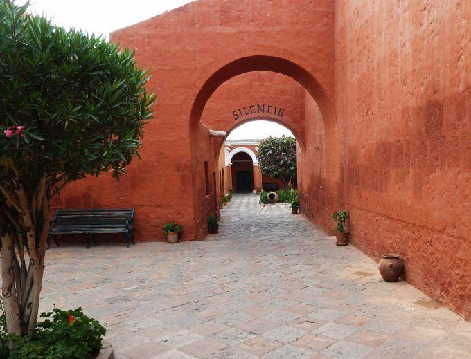 entrando-no-monasterio
