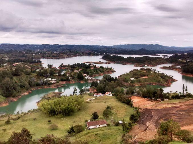 piedra-del-penol-vista-de-cima-colombia