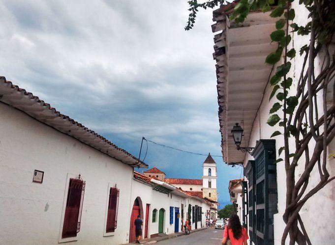 ruas-de-santa-fe-de-antioquia-colombia-no-verao