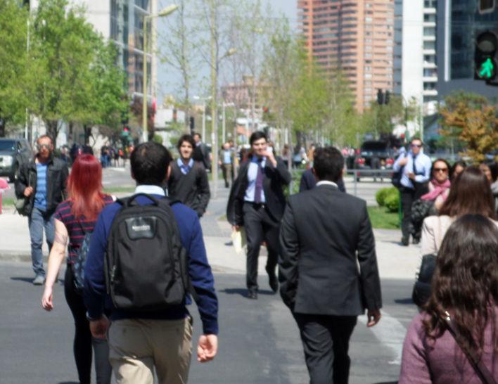 atravessando a rua em Santiago o melhor do Chile