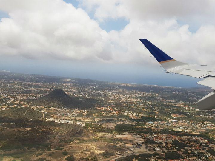 vulcao hooiberg da janela do aviao o que fazer alem de praia em aruba.jpg