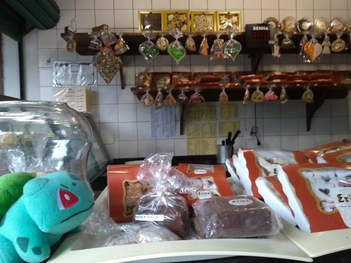 curitiba no carnaval bosque bulbassauro na confeitaria do alemao.jpg