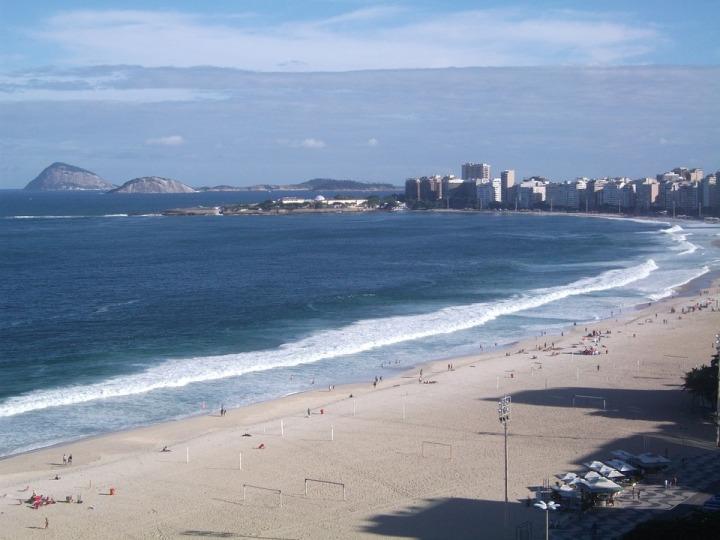 o que fazer em copacabana e por que se hospedar no bairro.jpg